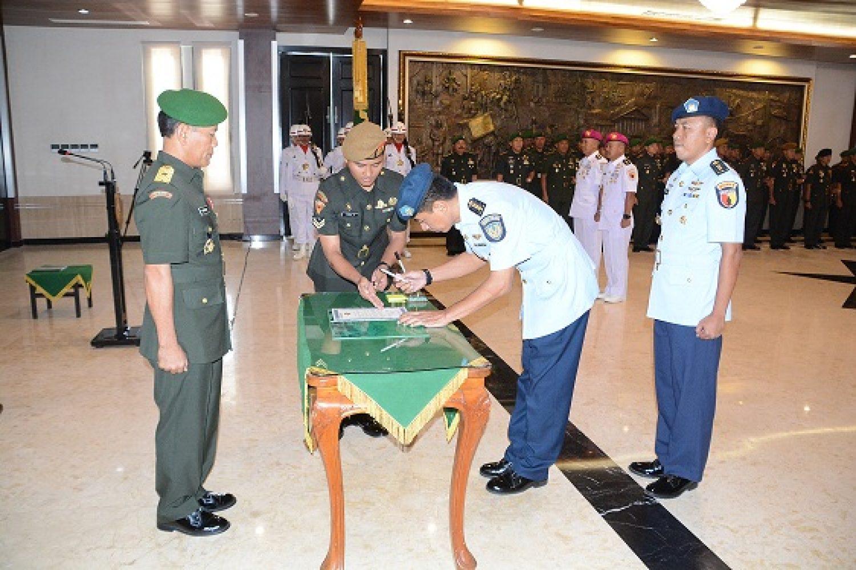 Serah Terima Jabatan Pa Liaison TNI-AU dan AL Kodam Brawijaya