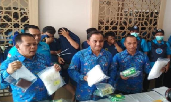 Tim Gabungan BNNP Jawa Timur Ungkap Sindikat Pengedar ...